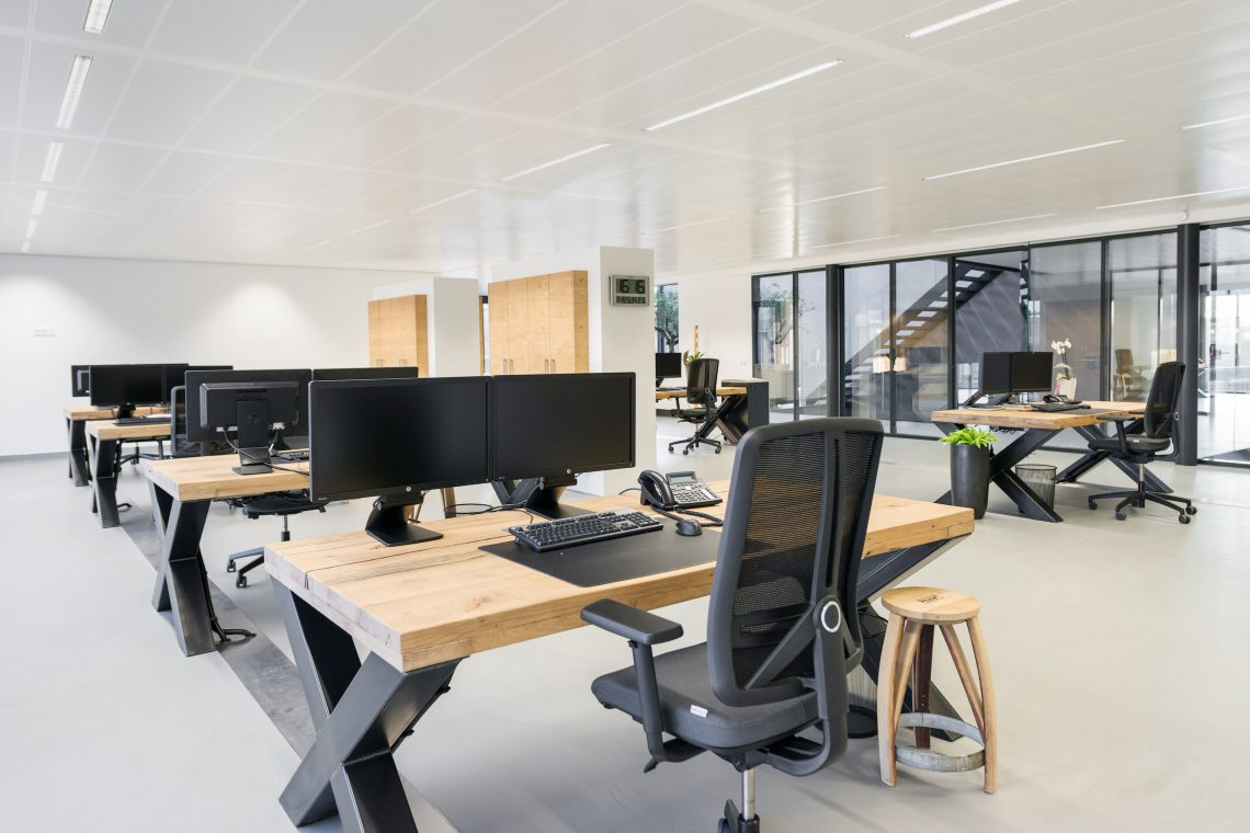Interieurproject Therminon kantoorruimte design eiken tafel