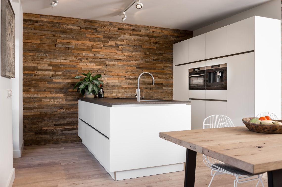 Een Sloophout Interieur : Ruw wandbekleding van sloophout maak van je muur een eyecatcher